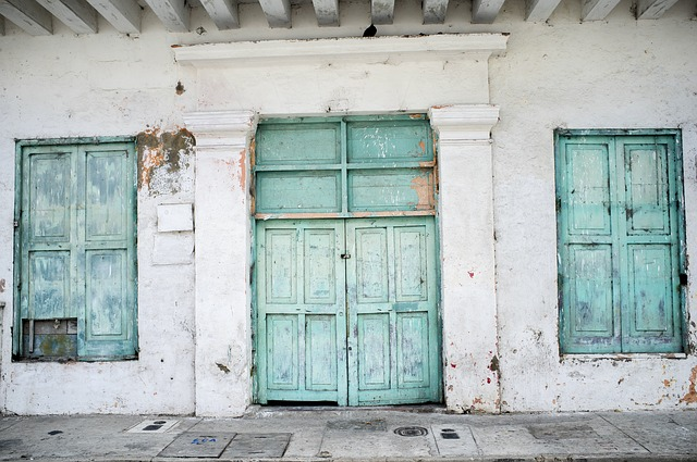 C mo pintar fachadas con humedades pintura para fachadas pintura para salones pintura para - Pintura para fachada ...